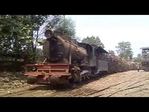 Kereta Api Uap Penarik Tebu PG Tasikmadu