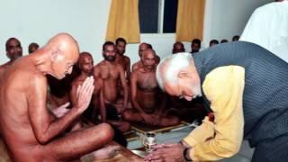 Narendra Modi  meets Jain Acharya Shri #Vidhya Sagar ji Maharaj on 14 oct 2016 BHOPAL