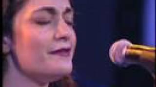 Iranian Singer, Darya Dadvar sings Ey Iran دریا دادور ای ایران