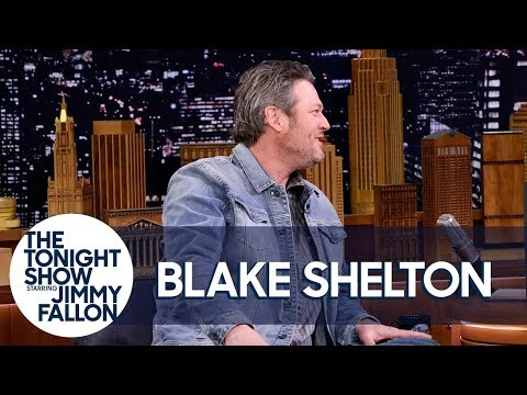 Blake Shelton and Kelly Clarkson Made Adam Levine Cry on New Year s Eve