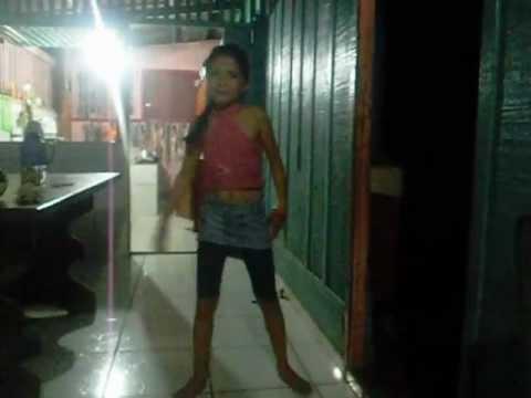 menina de 8 ano dança funk pica pau