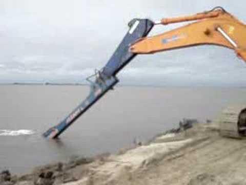Escavadeira longo alcance a maior do brasil