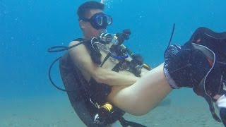 Crazy chinese dives naked in Bali. ExilessDiving
