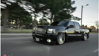 GMC Denali tucking 28s using accuair E-Level! Bagged trucks are better!
