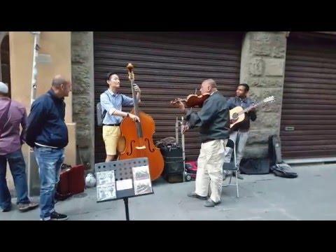 � �트라베이스 최준혁 이탈리아여행 중 거리연주가들과 함께 즉흥연주 Autumn leaves