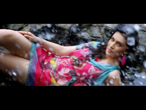 Kriti Sanon Hottest And Sexiest Compilation.