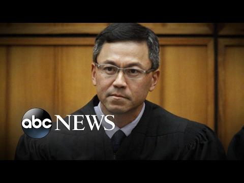 Hawaii judge puts Trump s travel ban on hold