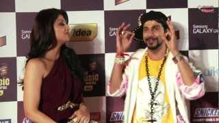 Jogi C discussing Yoga Tips with Shilpa Shetty at the 5th Royal Stag Mirchi Music Awards!