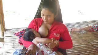 Ngintip tante sedang menyusui anaknya