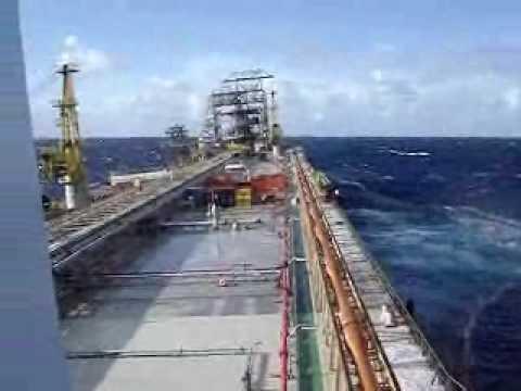 Mar em Fúria Plataforma da Petrobrás em colapso