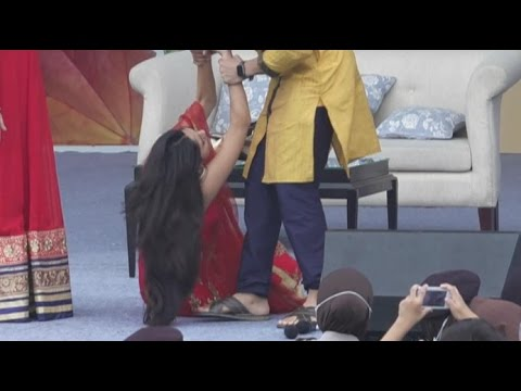 Xxx Mp4 Mrunal Thakur Bulbul Pingsan Waktu Acara Meet And Greet Lonceng Cinta Di Serang 3gp Sex