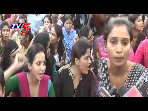 Medwin Nursing College Students Protest On Road   Hyderabad   TV5 News