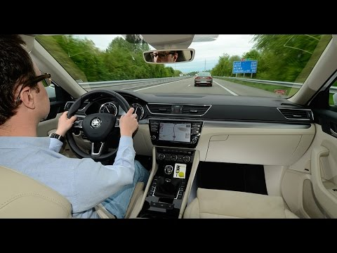 2016 Renault Talisman vs Skoda Superb COMPARATIF Part 2 3 Paris Prague le jeu des mille bornes