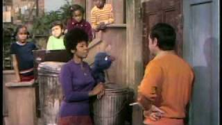 Classic Sesame Street - Susan, Bob and Grover play One of these things