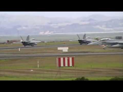 RAAF F/A-18F SUPER HORNETS + OMEGA KDC-10 TAKE OFF - AUCKLAND