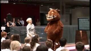 Julia Donaldson and The Gruffalo sing The Gruffalo