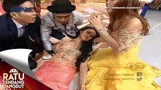 Personil Duo Sabun Colek Pingsan Saat Perform -Ratu Dendang Dangdut (3/8)