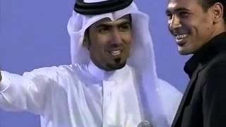 يونس محمود هداف الدوري القطري لكرة القدم ويتبرع بها الى ايتام العراق