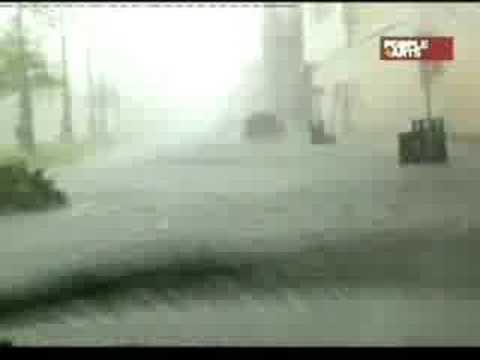 Asombroso y violento poder del uracan katrina en vivo