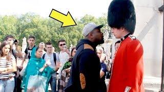 ماذا سيحدث لو أغضبت الحارس الملكي البريطاني ؟ ستندم على ذلك !!