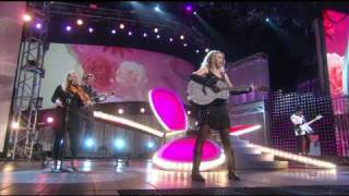 Taylor Swift - Our song @ Live On Horizon Award