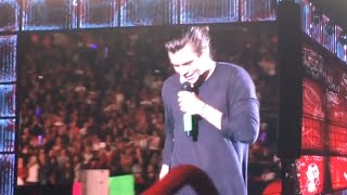 Harry Styles Helps Fan Propose To Girlfriend! (VIDEO)