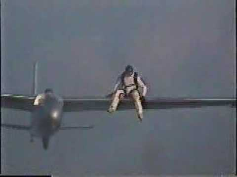 Passenger bails out of Blanik Glider