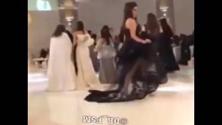 رقص بنت خليجيه في عرس رقص خليجي نار بالللبس القصير 2016