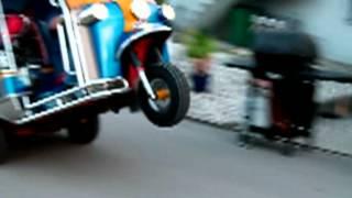 Thai-Tuk-Tuk Wheelie crazy TukDriver notThailand but Swiss Bangkok Taxi in funny ride