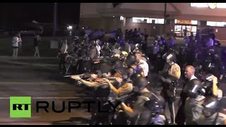 USA: Watch police point their weapons at protesters in Ferguson