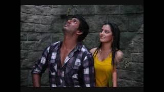 Madha Gaja Raja give romance between two lovers of vishal and varalaxmi