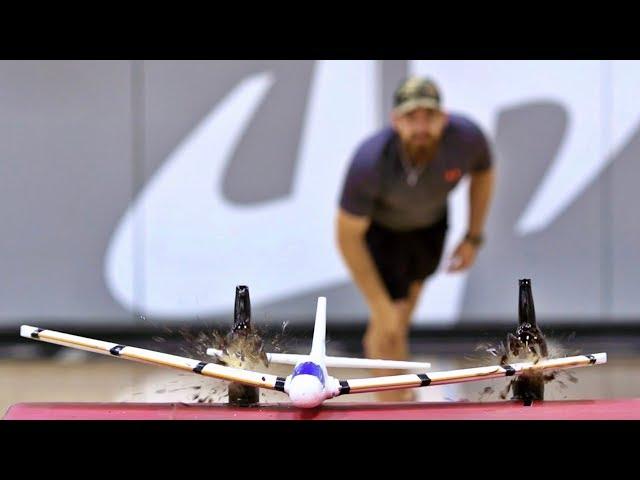 Flugzeug Trick Shots | Dude Perfect