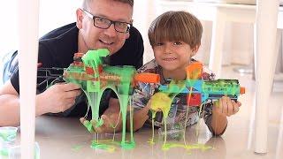 Slimy Nerf Like Guns - Shooting a Target with Slime Cyber Strike Kids FUN !