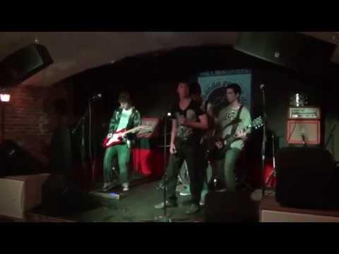 Hot Belt - Dani California (Live at Sala Monasterio)