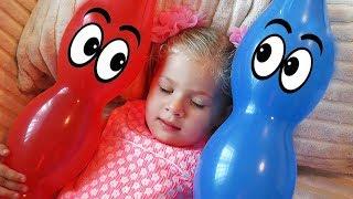 Диана как мама и шарики малыши! Видео для детей Diana Pretend Play with Baby Baloons Video for kids