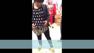 Kinh ngạc một phụ nữ ăn cắp trong siêu thị