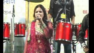 Gujarati Garba Song Navratri Live 2011 - Kalol - Darshna Vyas, Vipul Panchivala - Day-4 Part-17