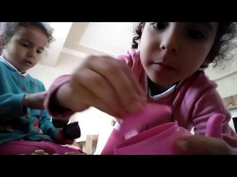 Ecrin ile Ceylin pasta setini tanıtıyor 😂