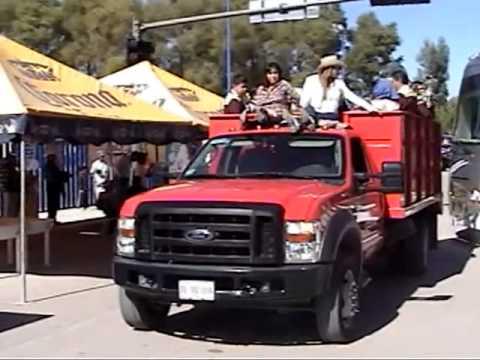fiesta en rioverde del dia del paisano desfile de el mejor carro