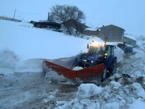 new holland t 5060 grande nevicata AGNONE 02 2012.