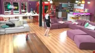 كنزة ترقص على أغنية واكا واكا 02/11/2014