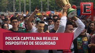 Asistentes de la marcha gay y aficionados del Tricolor comparten festejo en el Ángel