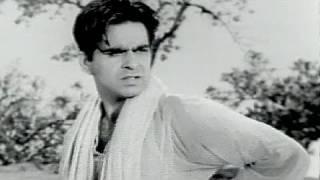 Dilip Kumar and the girl for a bath - Shabnam - Scene 3/12