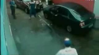 100Ridere_Lavaggio auto con sorpesa.wmv
