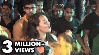 Sonakshi Sinha Dances At Salman Khan Ganpati Visarjan 2013 - Must Watch