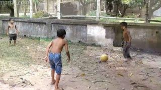 গ্রাম বাংলার মেসি   village kids    football   ছোট বাচ্চার অসাধারণ ফুটবল খেলা   play football