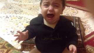 اصغر طفل يبكي على الحسين ع