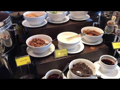 Breakfast at Fullerton Singapore