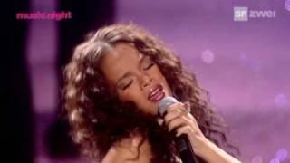 Rihanna - Unfaithful (Live) @ World Music Awards HQ