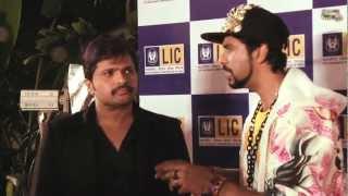Himesh Reshammiya gets angry at Jogi C at the Red Carpet - 5th Royal Stag Mirchi Music Awards!